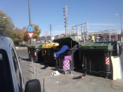 20131121175633-foto.hombre.contenedor.jpg